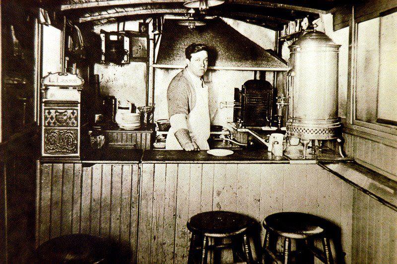 Storia dell'hamburger: Louis Lassen