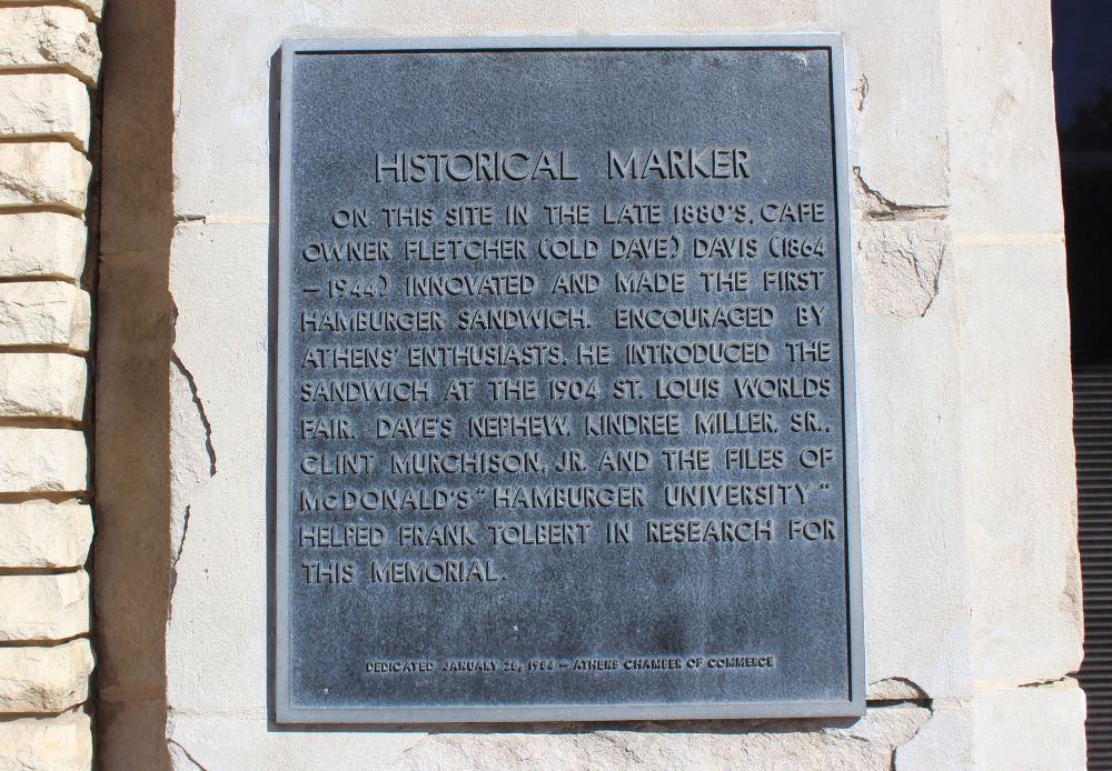 Storia dell'hamburger: Targa storica affissa al 115B E Tyler St, Athens, TX