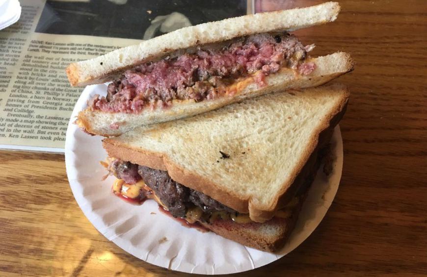 Storia dell'hamburger: Hamburger servito al Louis' Lunch