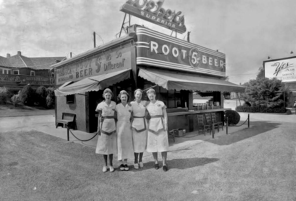 Storia dell'hamburger: Il Weber's Superior Root Beer Stand intorno al 1940